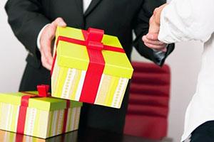 Подарок шефу: что подарить начальнику?