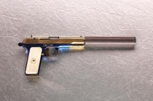 Миниатюрная модель пистолета ТТ с глушителем
